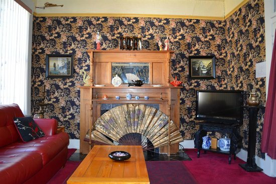 Bisbee Grand Hotel: Oriental Suite Living Room