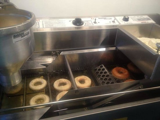 Sugar Shack : Making our delicious cider donuts!