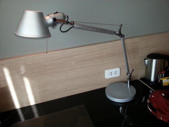 Park Inn by Radisson Davao : Fancy desk lamp