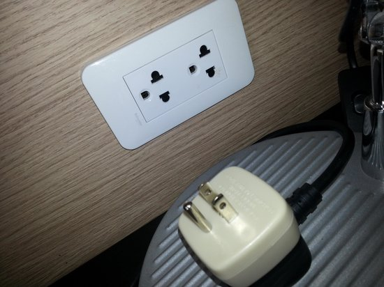 Park Inn by Radisson Davao : Grounded electrical  plugs