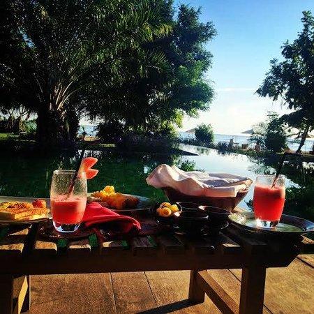 Hotel Tugu Lombok : Breakfast at the Pool