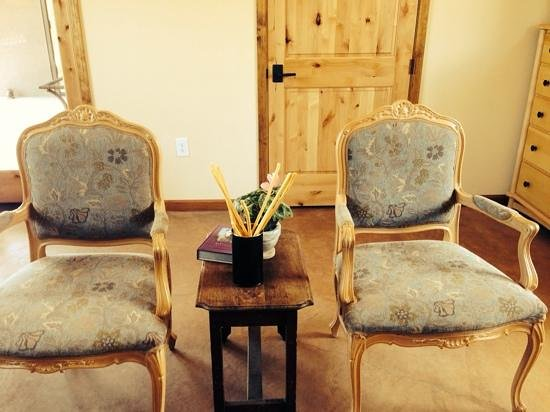 Laujor Estate Winery: come and sit a spell
