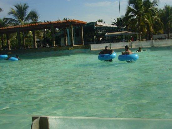 Piscina de onda foto de thermas dos laranjais ol mpia for Olimpia piscina de onda