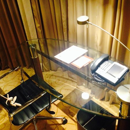 The Langham, Hong Kong : working station with rabbit
