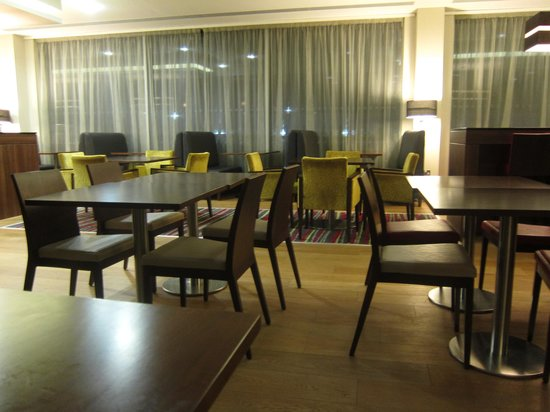 Hampton by Hilton London Luton Airport: restaurant