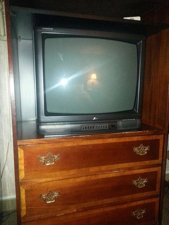 Quality Inn: Old tv