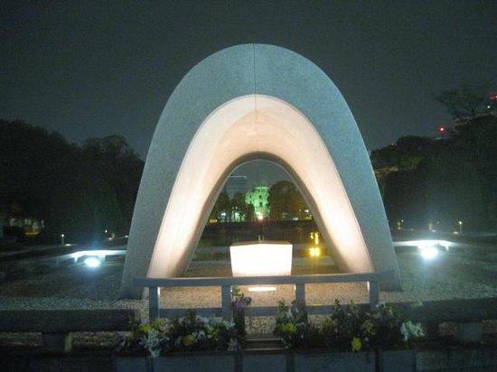 The Cenotaph: Floodlit cenotaph