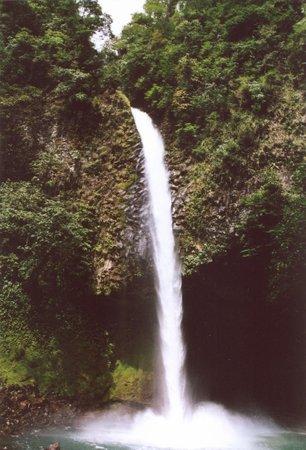 Caravan Tours: Waterfall at Mt. Arenal