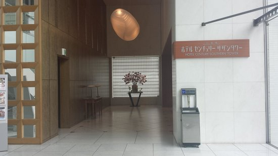 Hotel Century Southern Tower: The entrance of the 2nd floor / nearby JR Shinjuku Station South exit or Southern Terrace