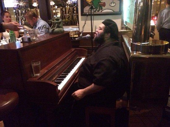 Hugo's Frog Bar & Fish House : Live music