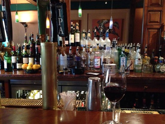 Juicy Lucy's Steakhouse: Very good steakhouse with nice bar