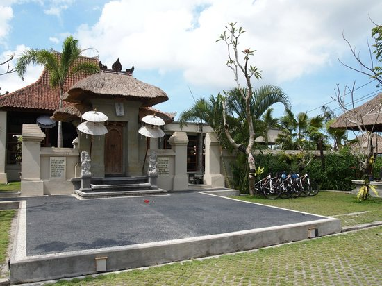 Alam Puisi Villa : entrance of villa