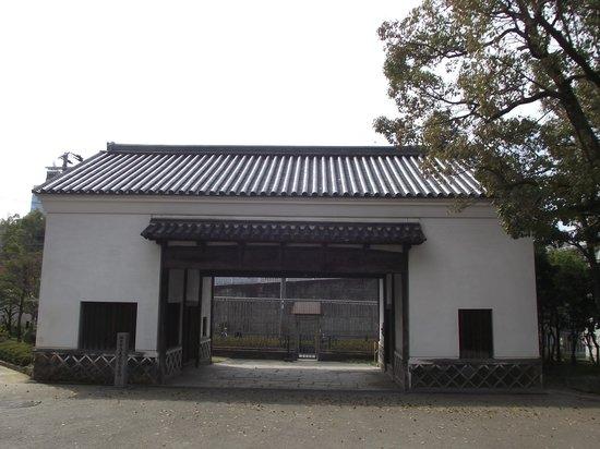 旧黑田藩藏屋敷长屋门