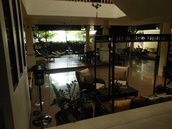 The 3 Sis: Lounge Foyer area