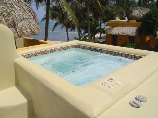 Seaside Cabanas: roof top hot tub