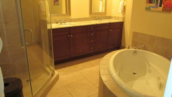 Beach Club Resort Residence and Spa: Master bathroom of unit 504