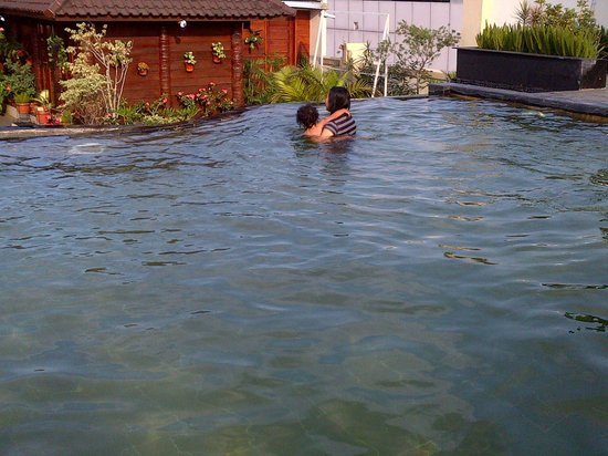 Arion Swiss-Belhotel Bandung: family swiming pool