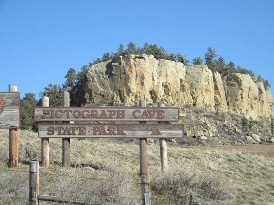 Pictograph Cave State Park: The entrance to the Par.