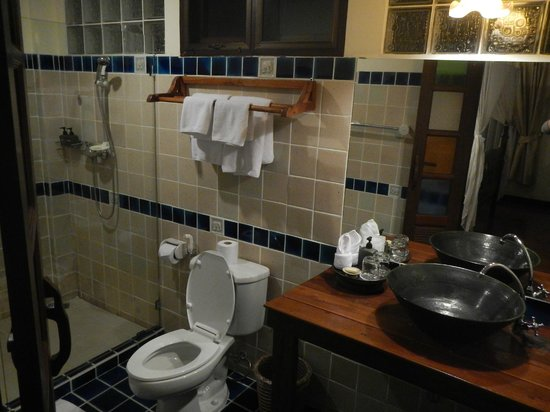 Baan Orapin Bed and Breakfast: Bathroom