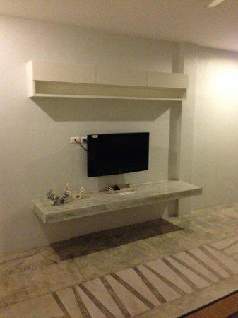 Surintra: Flat Screen TV