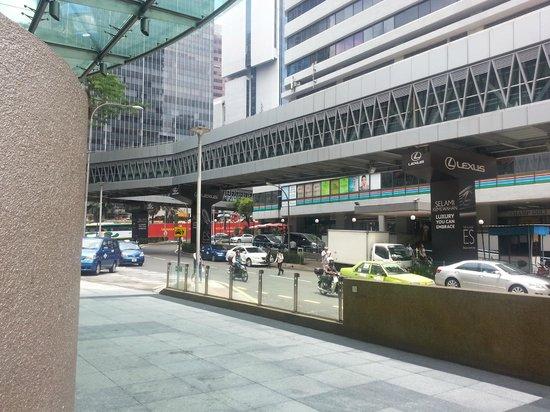 Hotel Novotel Kuala Lumpur City Centre: Novotel's driveway and Wisma Cosway right across the street.