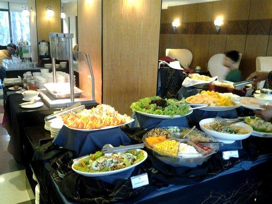 Le Monet Hotel: salad section