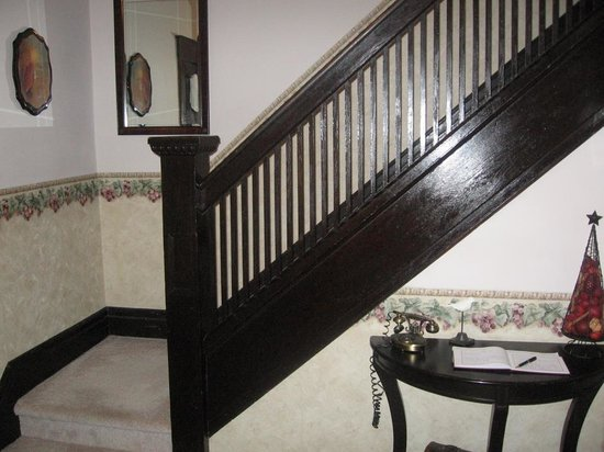 Ambiance by the Falls Bed and Breakfast: Stairway to 2nd floor guest rooms