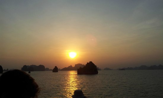 Dragon Pearl Junks: Sunset over Halong Bay from Dragon Pearl 3