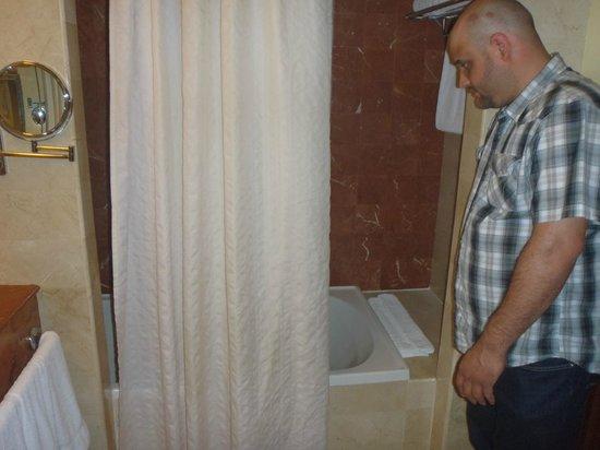 Gran Melia Golf Resort Puerto Rico: Large Shower/bathtub