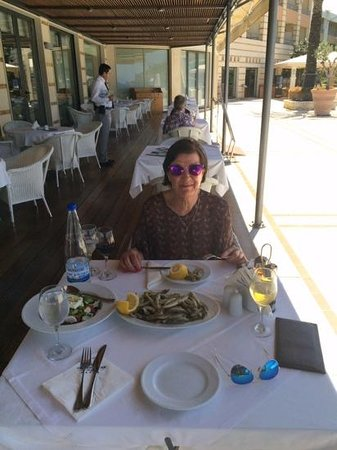 Cretan Dream Royal : eating fish at the hotel restaurant by the pool