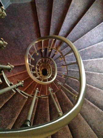 Angely Hotel : Cool spiral staircase