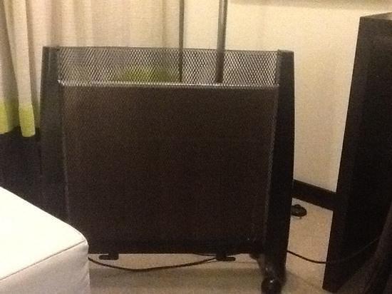 Novotel Buenos Aires : Este es el calefactor eléctrico que pusieron en mi habitación porque el hotel no tenía calefacci