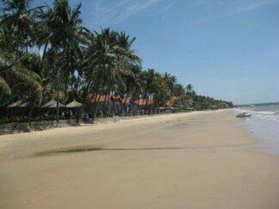 Little Mui Ne Cottages: Пляж