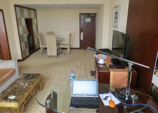 Holiday Inn Zhengzhou Zhongzhou: Holiday Inn Zhengzhou suite office area 2