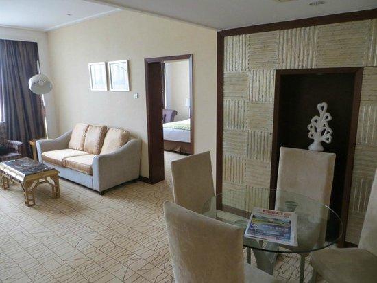 Holiday Inn Zhengzhou Zhongzhou: Holiday Inn Zhengzhou suite office area 1