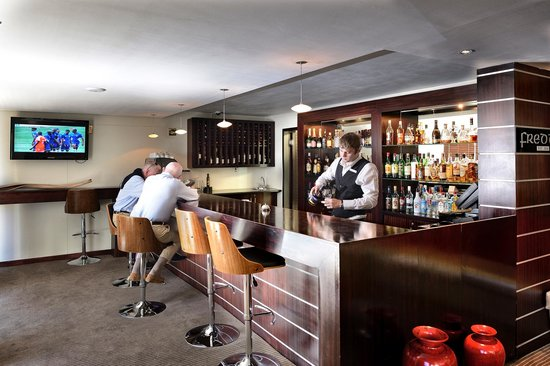 Bantry Bay Suite Hotel: Freddies bar