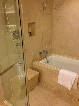 Beijing Marriott Hotel City Wall: Bathroom
