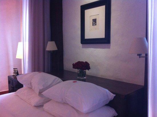 Rachamankha: always a nice flowers arrangement in the bedroom