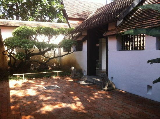 Rachamankha: love this entrance going to the rooms and lounge