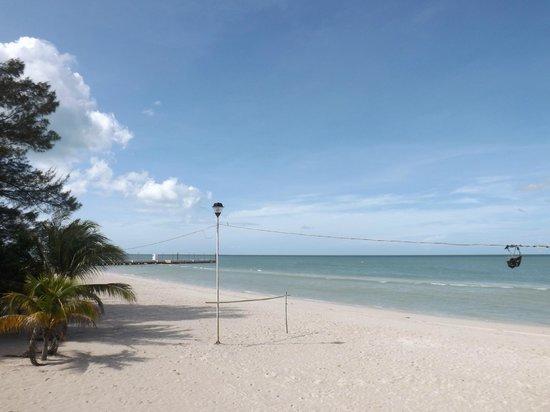 Hotel Gutierrez: Beautiful white sand beach