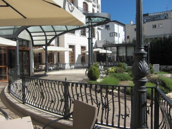 Epoque Hotel : outside terrace for breakfast or evening drinks