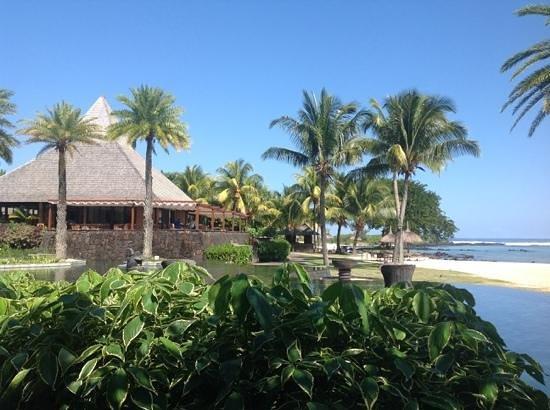 Shanti Maurice - A Nira Resort: Restaurant in the background.