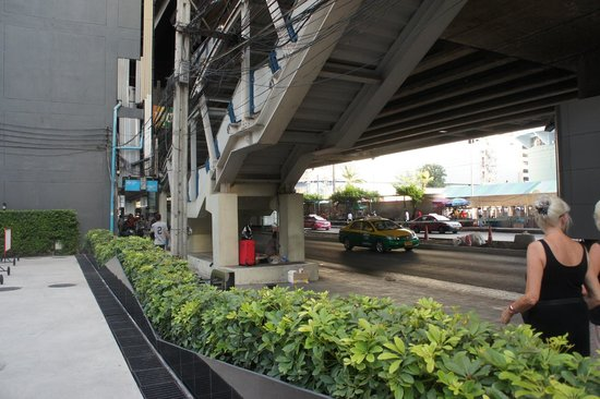 Ibis Bangkok Siam: the stairs right outside the hotel to the BTS