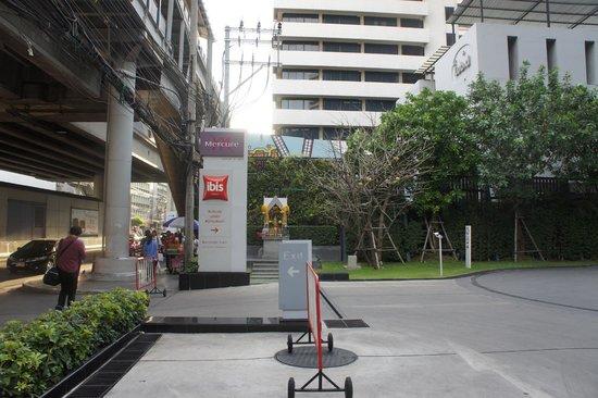 ibis Bangkok Siam Hotel: To carpark
