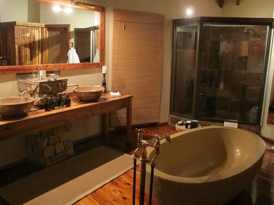 Tsala Treetop Lodge: Bathroom