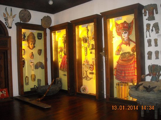 Kerala Folklore Theatre & Museum : Dressing materials of Performance Artist