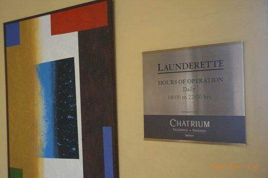 Chatrium Residence Sathon Bangkok: ランドリー室看板