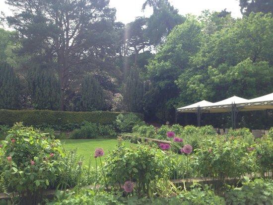 BEST WESTERN PLUS Grim's Dyke Hotel: Lovely gardens