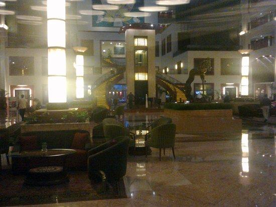The Lalit Mumbai: hotel lobby - 2