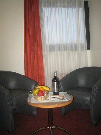 Opera Cadet Hotel : Hotel room